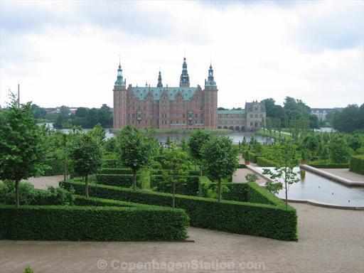 frederiksborg-castle-hillerod-denmark-danish-kings.jpg